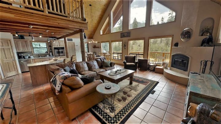 Bear Mountain Cabin - Beautifully Updated Upper Valley Home - WiFi - Satellite - Wood Burning Fireplace - Gas Grill