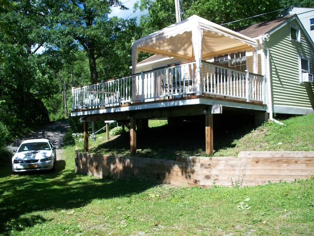 Guest Cottage on Honeoye Lake
