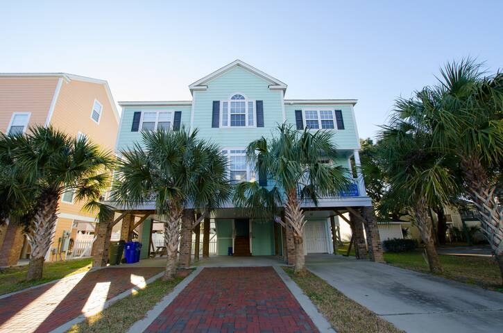 5 Bedroom Home in Surfside with Private Pool!