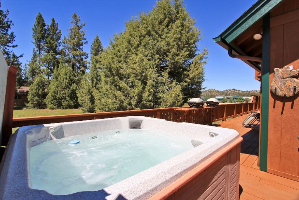 Enjoy the large spa overlooking meadow, forest and mountain views