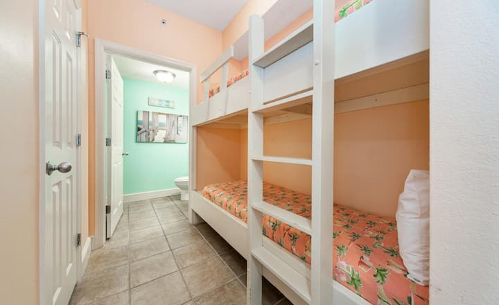 New Listing! Adorable beachfront studio on the 22nd floor. Bonus bunk room for more fun!