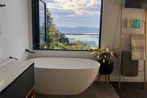 "Gold Coast Hinterland ""Sunrise Studio"" with a view"
