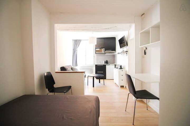 Modern and lovely studio in Aix center