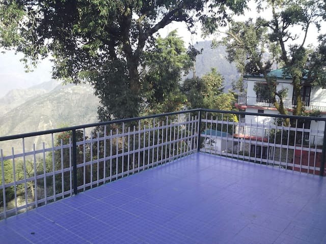 Vj Mo's Green Wood Cottage..enjoy homely comforts - Mussoorie - Penzion (B&B)