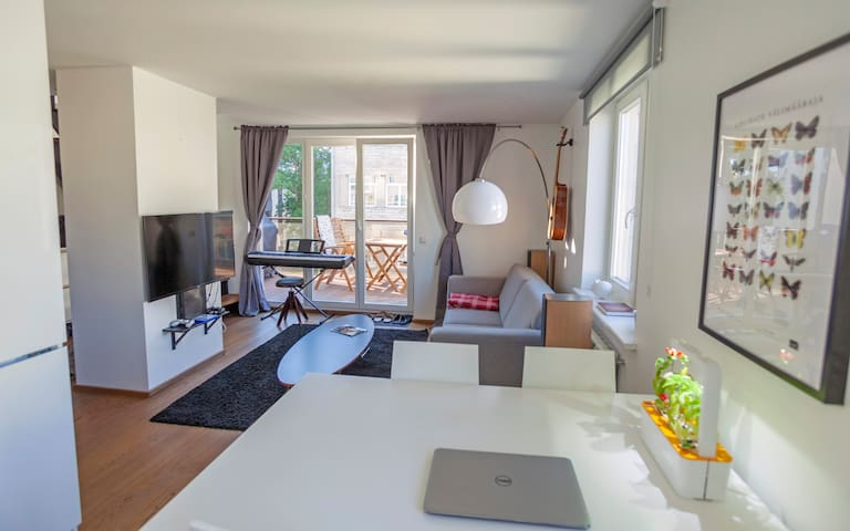 Big terrace penthouse, 5 min walk to Old Town