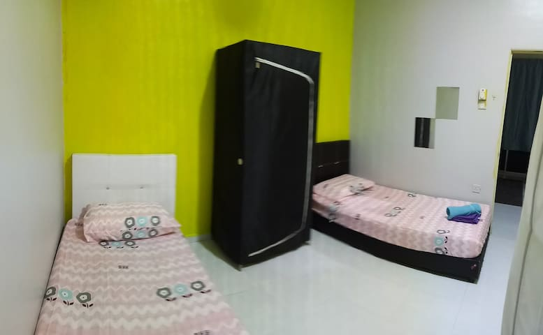 Female room near Stadium Kangar