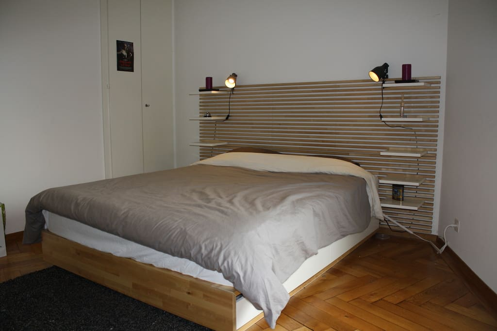 20m2 Bedroom, clothes storage available