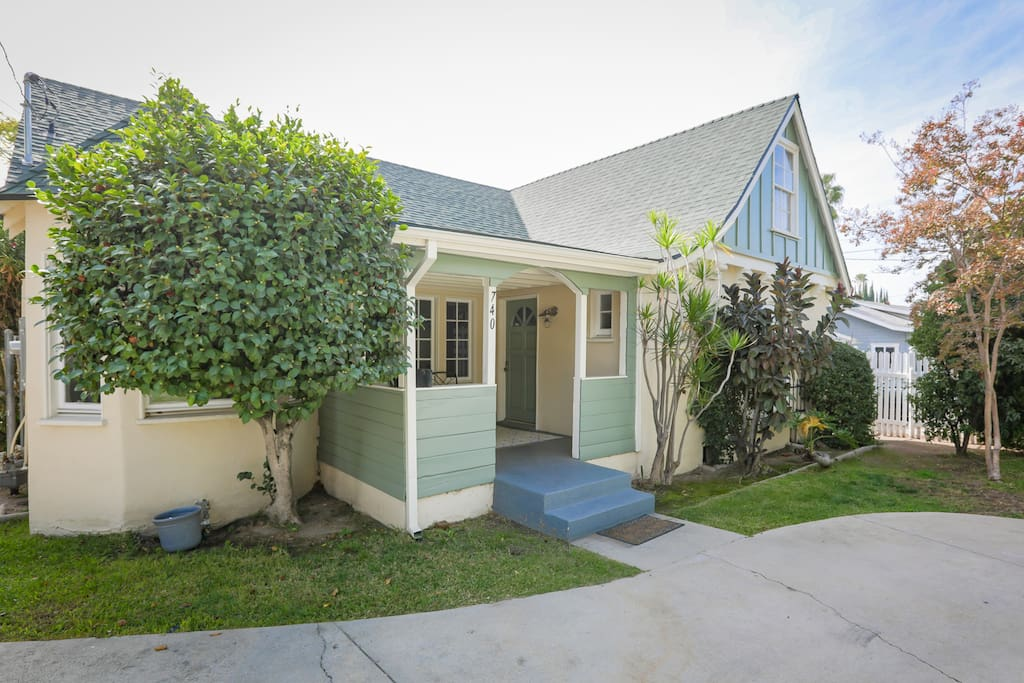 Welcome to Altadena. Access your duplex with a digital keyless code for simple check-in.