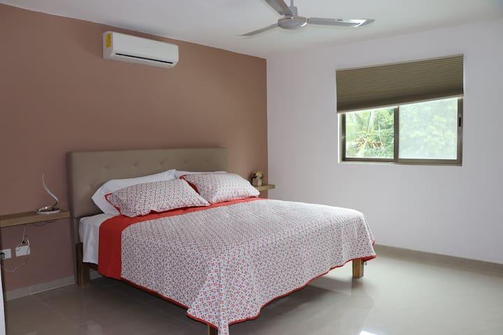 Recamara 3  con baño completo y closet planta alta, cama King Size