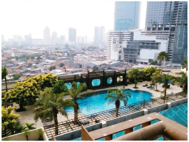 Comfy 1 Private Room in 3 Bedroom in Mega Kuningan