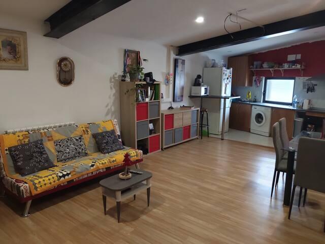 Apartamento 1 ambiente, pueblo muy tranquilo.