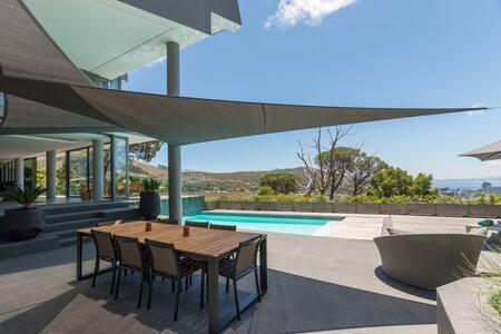 Luxury Villa Higgovale  Ocean Mountains City views