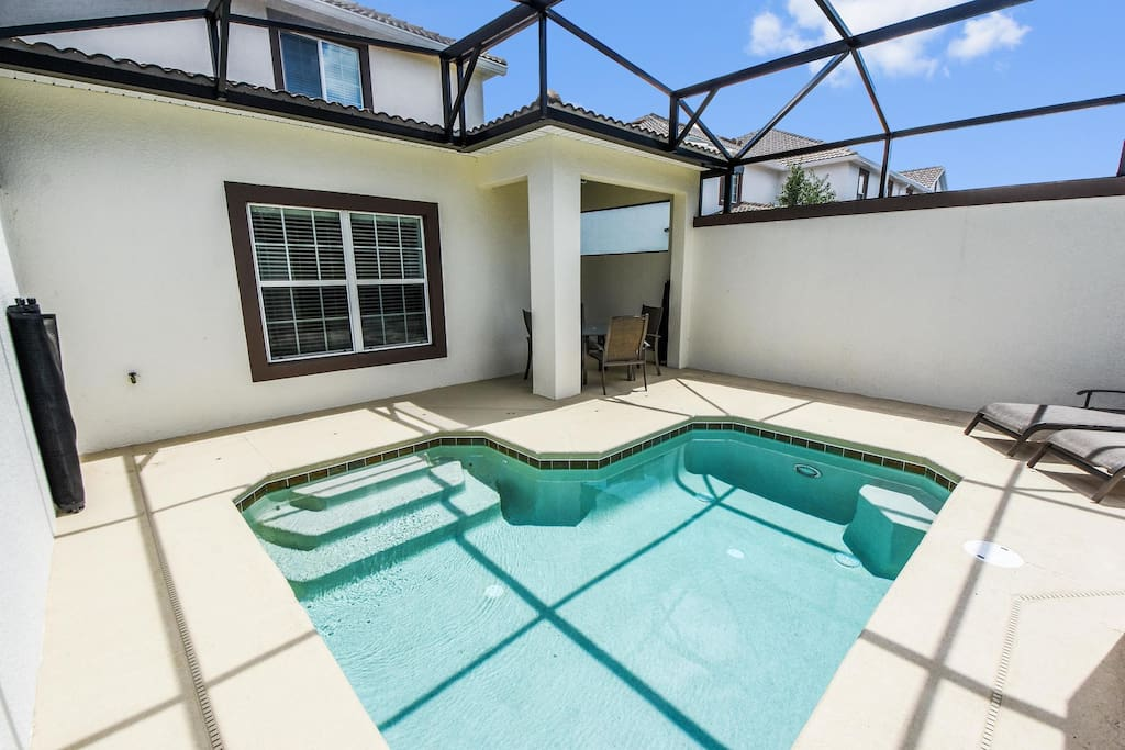 This private enclosed pool area is a great spot for your family to enjoy and make many special memories to last a lifetime during your Florida vacation.