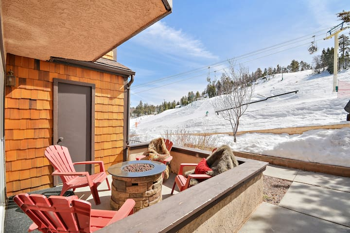 True Ski In/Ski Out Cozy Cabin! On Bear Mountain!