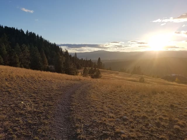 Hop to the Mt Jumbo Saddle