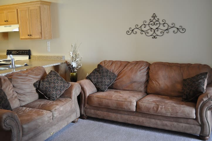 3 Bedroom Apartment #3 - Cedar City - Pis