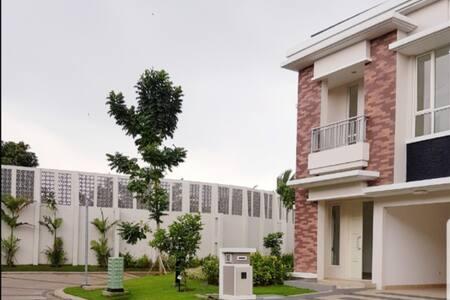 Cozy House in Serpong near UMN, SMS, Scientia Park