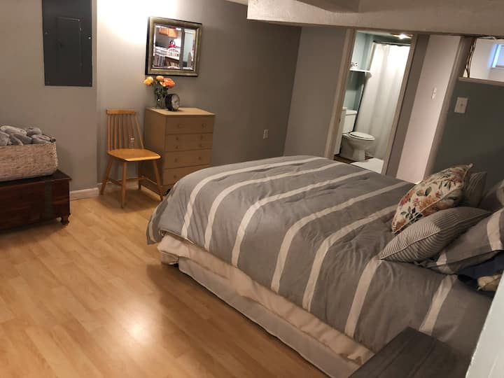 Cozy Private Basement Studio Apartment