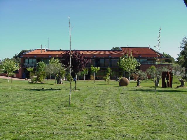 Escola de Ceràmica de la Bisbal - Province of Girona - Guesthouse