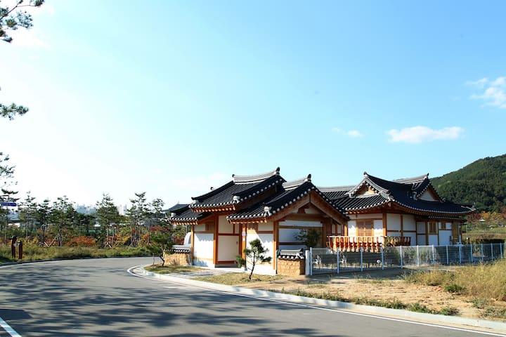 경상북도청 안동 한옥마을 만소당-별채(석류실)