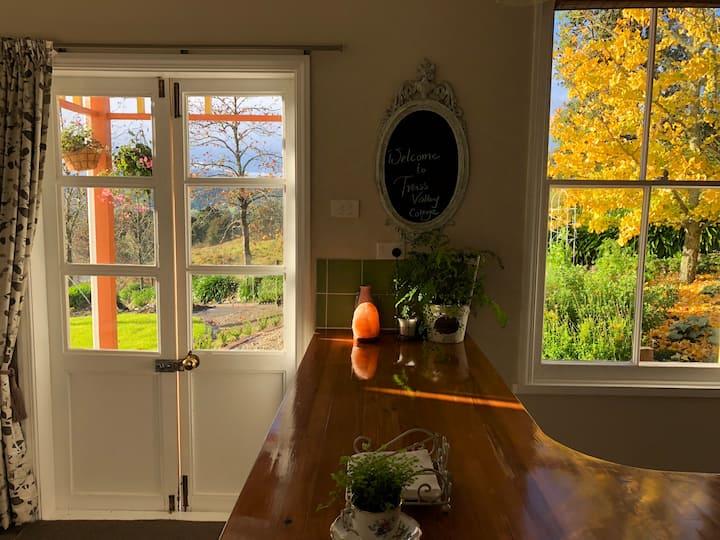 Trass Valley Cottage - Delightful Rural Retreat