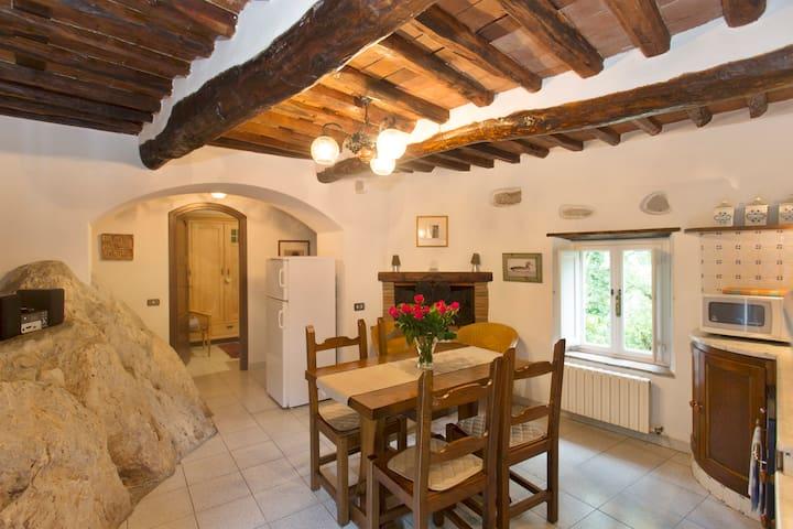 Borgo della Madonnina, La Roccia - Celle - บ้าน
