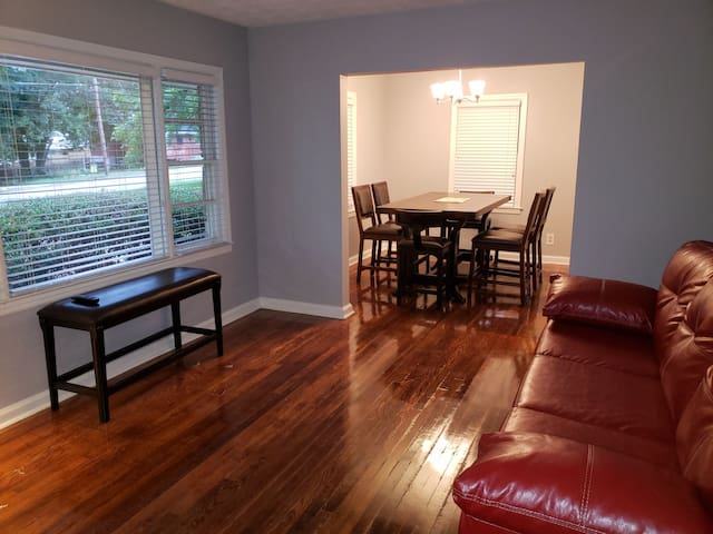 Atlanta Downtown ONLY 9 mls away hassle free Parkn