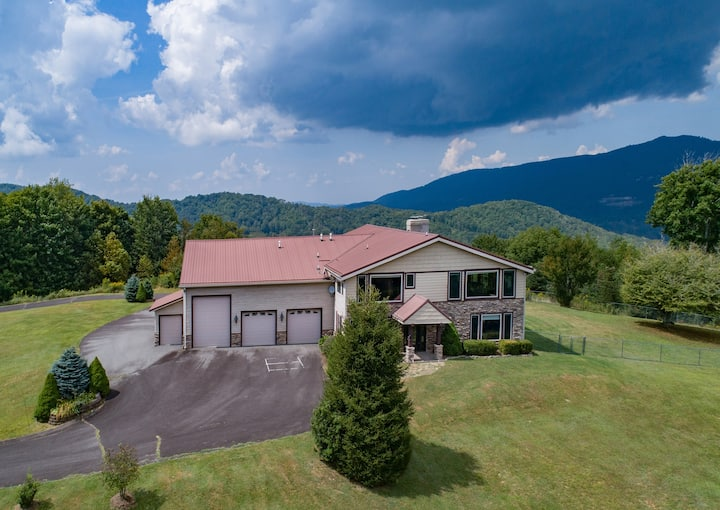 "Sugar Mountain home w/ ""Sweetheart View"""