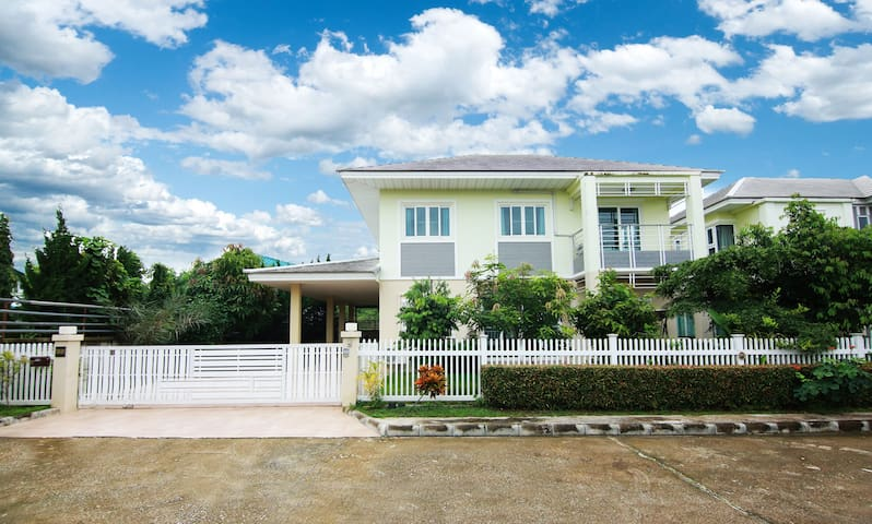 NEW! 4 BR Noble Pride Villa Chayayon Free pick up
