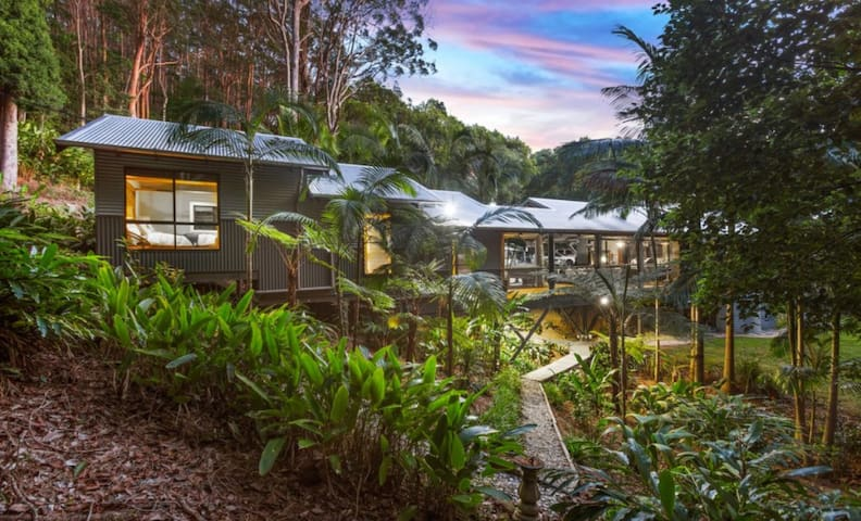 Tenteram Luxury Rainforest Retreat Bed & Breakfast
