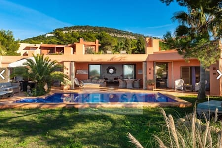 Very charming 3 bed. villa with sunset&sea views