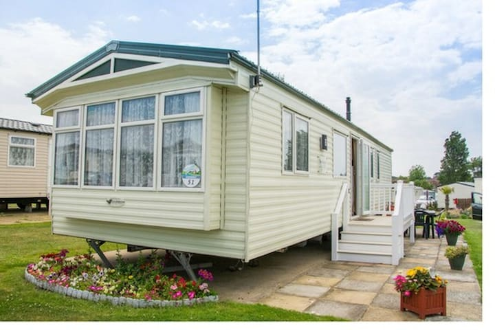 (GW51) - Haven, Hopton - Deluxe+ with decking