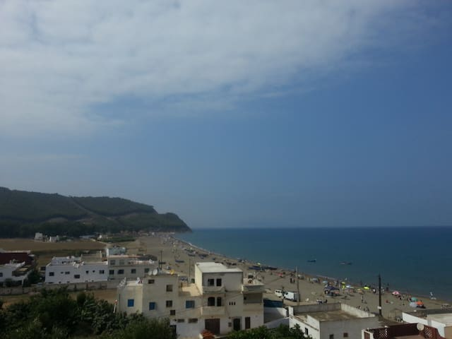 Belle petite maison à Amsa avec vue sur la plage