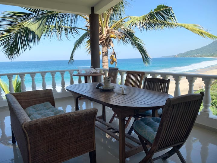 Elegant Surfer's Paradise at Villa Pacifica