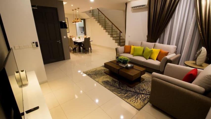 Quite Luxury Villa Feel 4 Star Home Stay Offer 20%