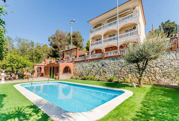 Airbnb Els Hostalets De Pierola Vacation Rentals