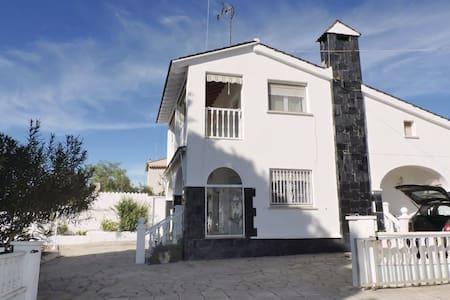 5 Bedrooms Home in El Catllar - El Catllar - Дом