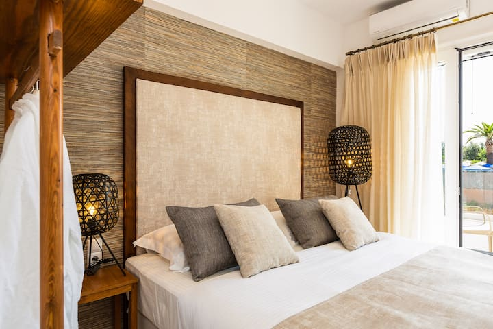 The 2 single beds can be joined in a king sized double bed.
