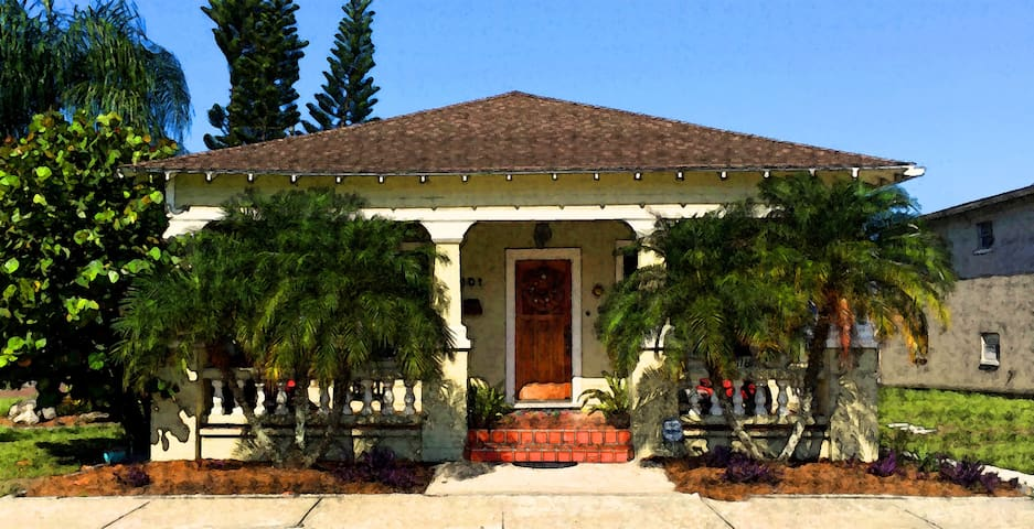 Charming Bungalow at Hope Street Patio