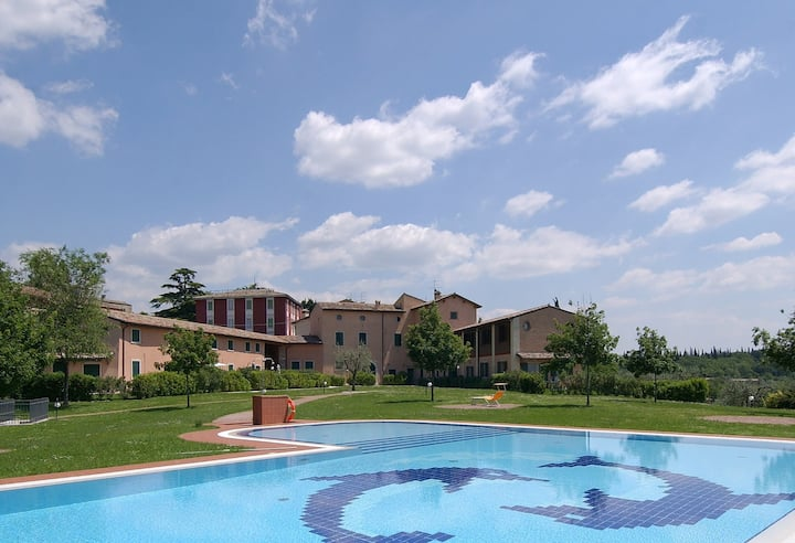Apt for 4+1 pers with pool in Costermano R22619