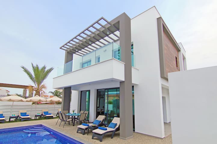 Mey-villa with private pool by the beach