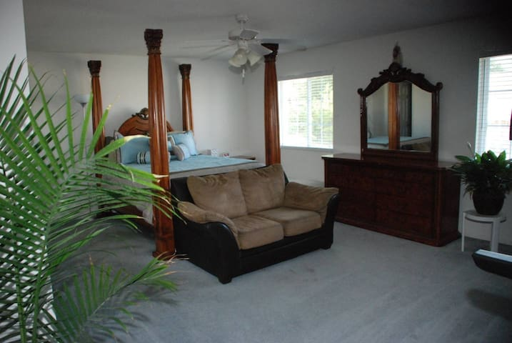 Business Travel, Passing Through? Master Bedroom