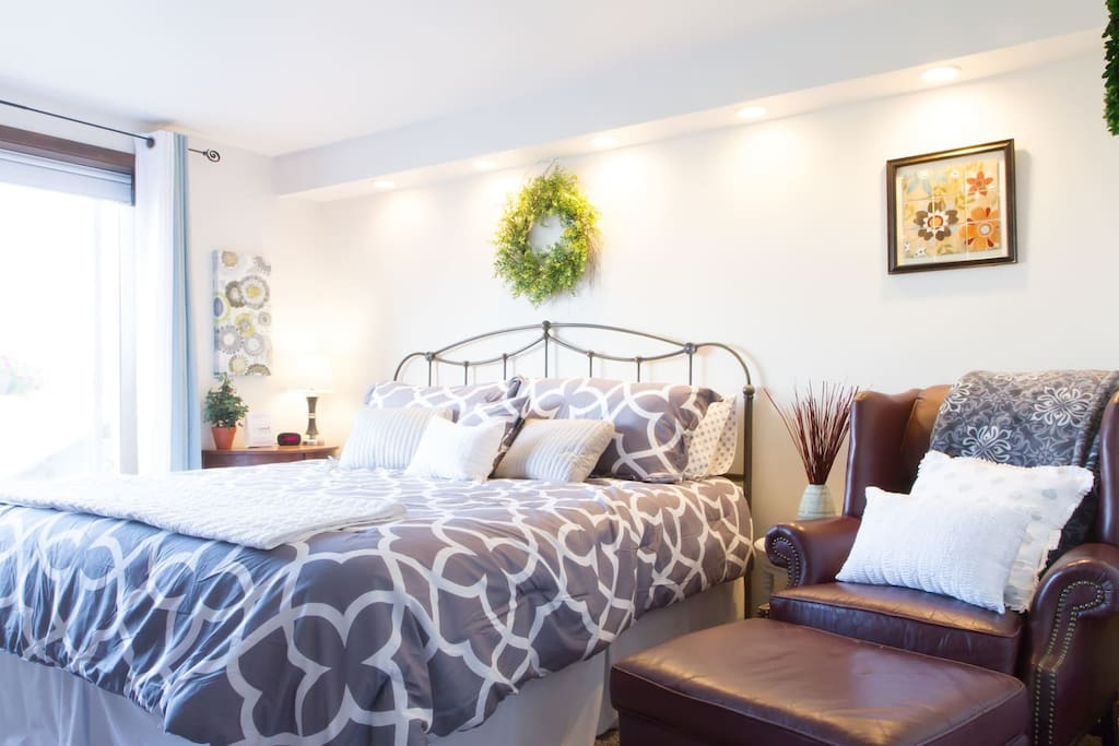 """The master suite felt like a bedroom you'd see in a magazine, simply beautiful."" Review by Alicia***** ~ King Size bed in Master bedroom"