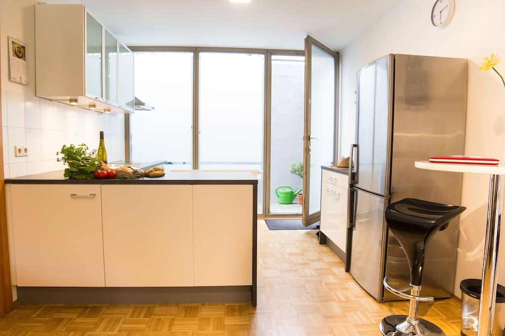 neuwertige voll ausgestattete Küche