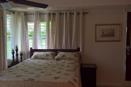 Hilo Beach Cottage C, 2 min walk to beach - Hilo