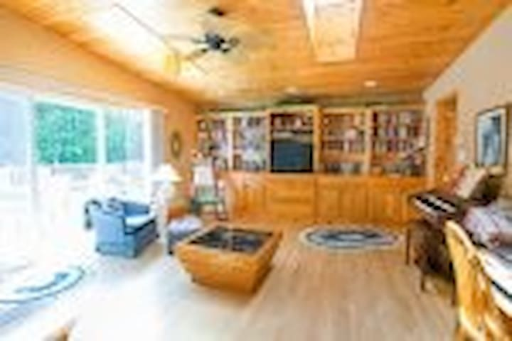 River runs through it, cozy home on 66 acres - Dungannon - Casa