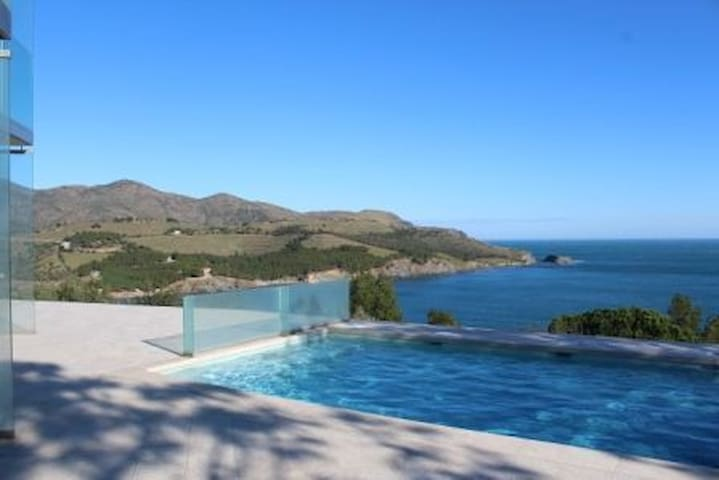 Beautiful house in the emblematic site of Grifeu, with excellent views to the area of  - Llançà - House