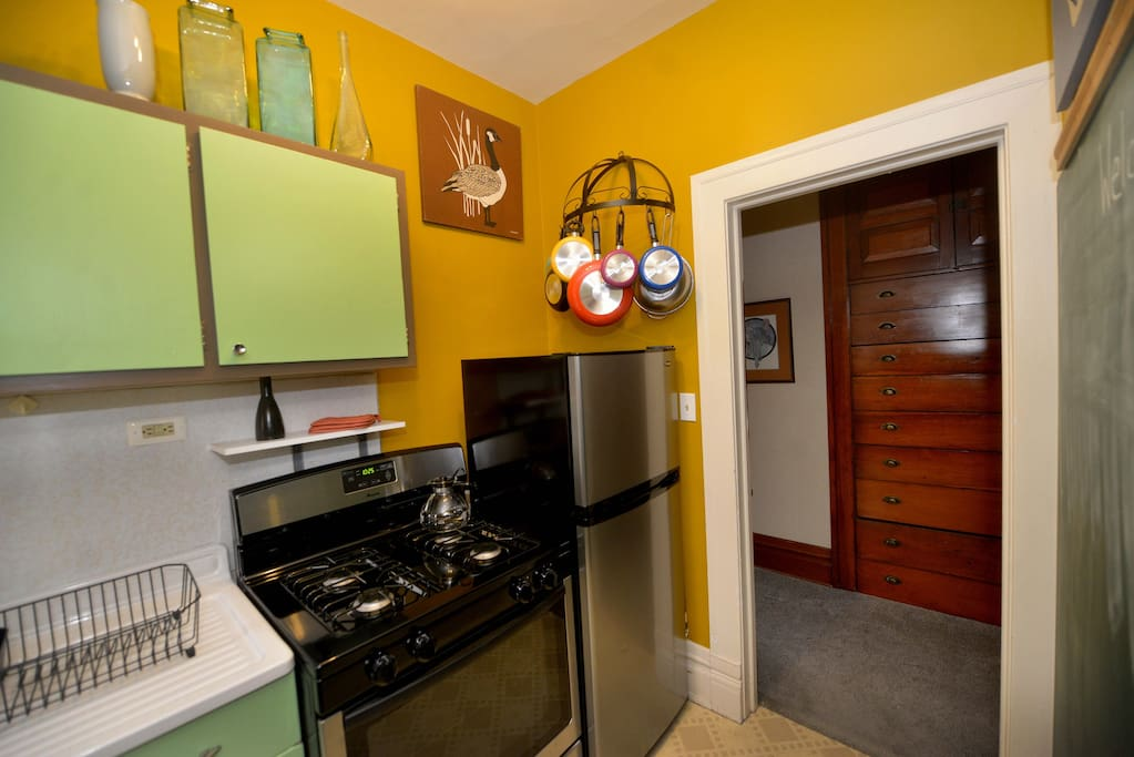 Brand new kitchen appliances and fresh paint!
