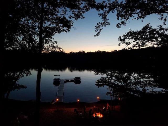 Great Lakefront Cabin Getaway on Long Lake