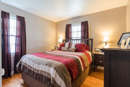 Cozy Private Room with Queen Bed near Airport! - Cleveland - Haus